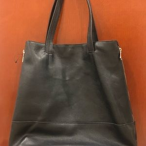 Black large  Zippered-side Faux Leather Tote
